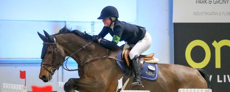 Alice Tapper slutade tvåa och trea - och leder i totalen. Foto: Fredrik Jonsving