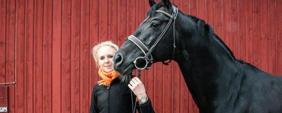 Antonia Ramel och Insterburg på Kronekulla Gård strax efter köpet 2010. Foto: Kim C Lundin