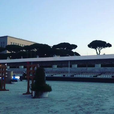 Rom är inte vaken än. Men ryttarna är redan på gång. Foto: Sylve Söderstrand