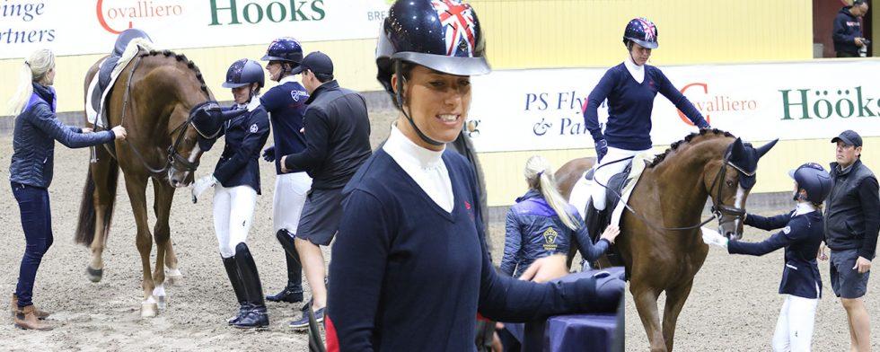 Charlotte Dujardin äntrade första hästen Brilliant Blend med hjälp av sin bästa vän och följeslagare Ian Cast. Foto: Kim C Lundin