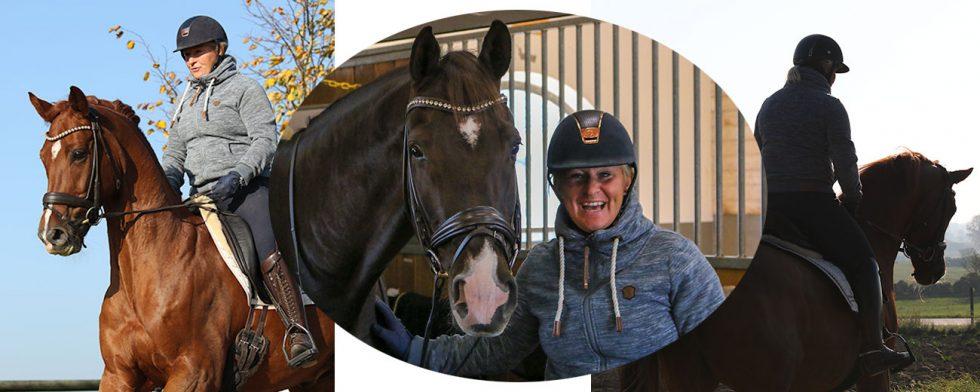 Camilla Ivarsson med två av sina projekthästar som hon tagit från mörker till ljus framtid. Foto: Kim C Lundin