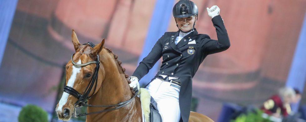 Marina Mattson och Quartermain segrar i Lövsta Future Challenge för unga hästar. Foto: MiP Media Mikael Persson