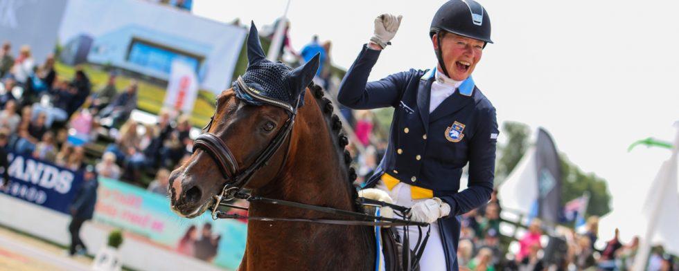 Rose Mathisen och Zuidenwind 1187 i ett glatt ögonblick från Falsterbo Foto: Kim C Lundin