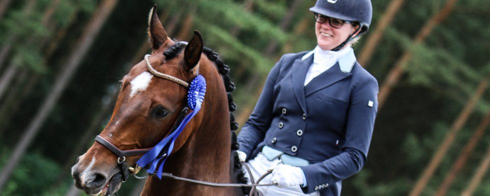 Nina Lilja och Sundowner var på plats i Lilleström, Norge under de internationella stortävlingarna. Nu isolerar hon stallet. Foto: Kim C Lundin