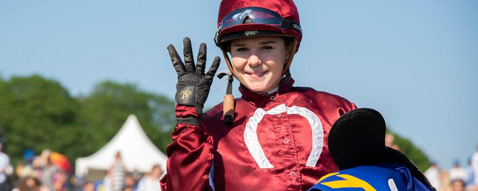 Jockeyn Ulrika Holmqvist vann fyra lopp under Nationaldagsgaloppen.