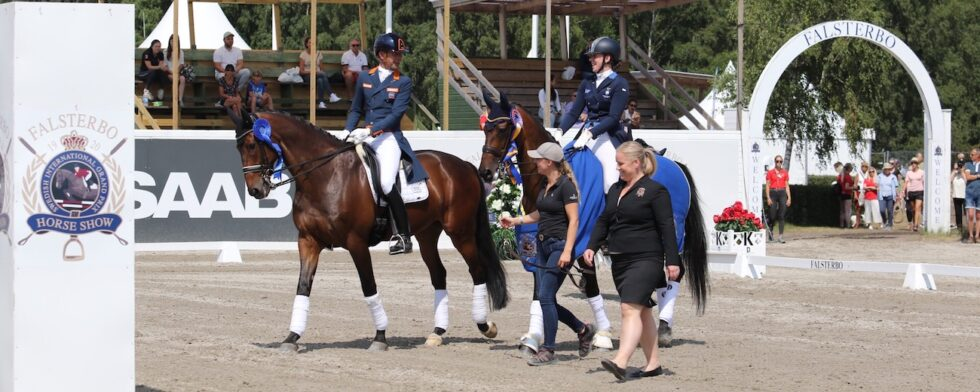 Hans-Peter Minderhoud är den perfekte gentlemannen och eskorterar Denise Ljungkvist och Soega in på arenan trots att de besegrade honom och Glock's Casper. Foto: Kim C Lundin