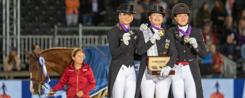 Bella Rose och tre glada medaljörer Foto: Kim C Lundin